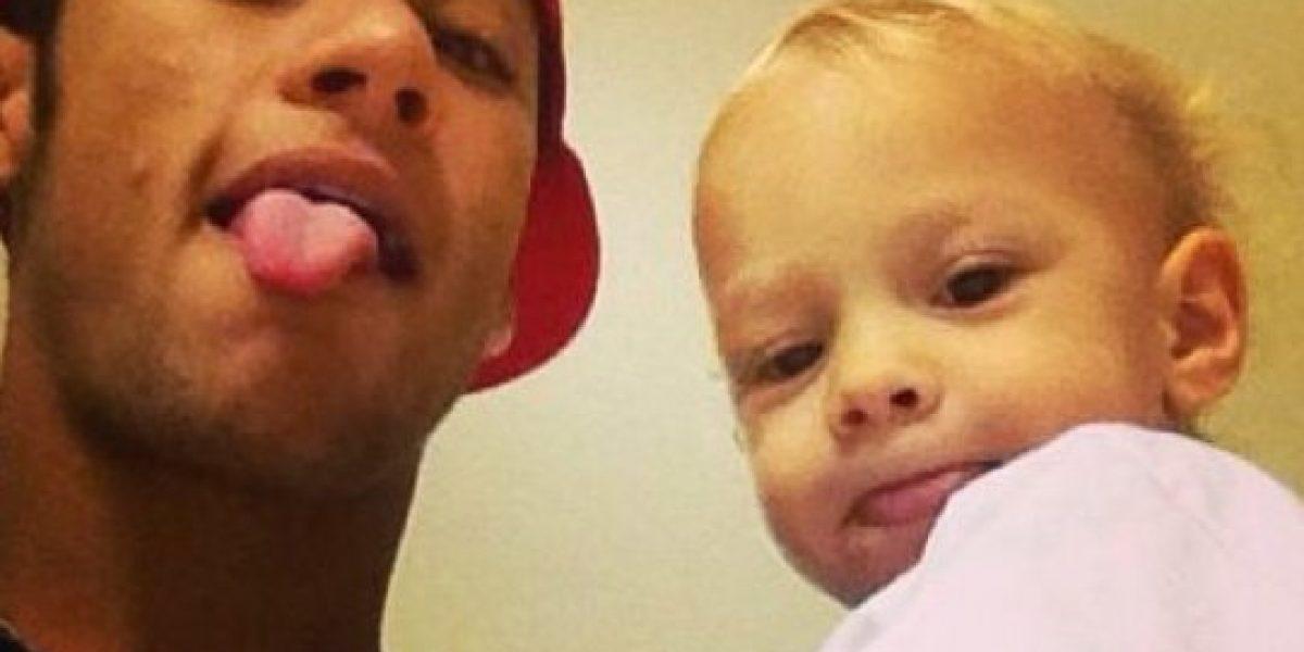 VIDEO: ¡Qué ternura! Neymar le enseña a su hijo a jugar fútbol