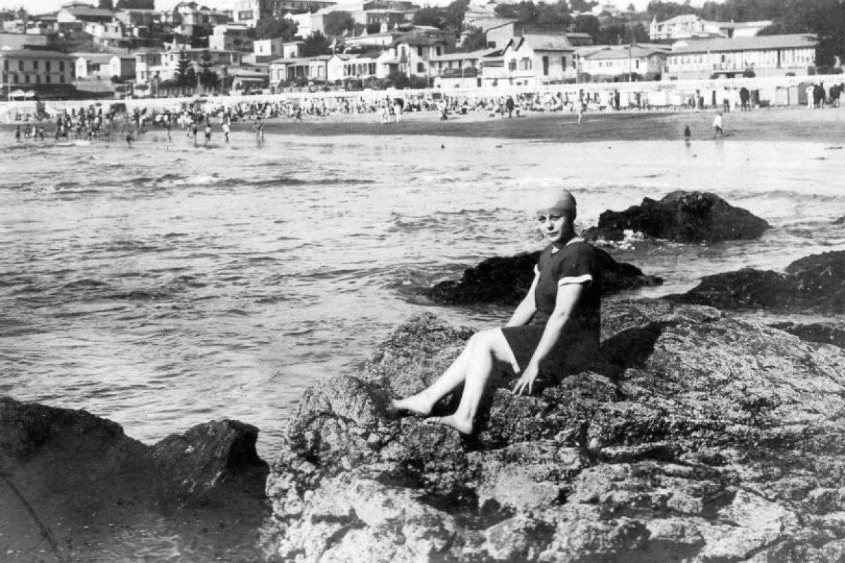 Bañista en la Playa Chica de Cartagena en el año 1922. Foto:Fotos Históricas de Chile. Imagen Por:
