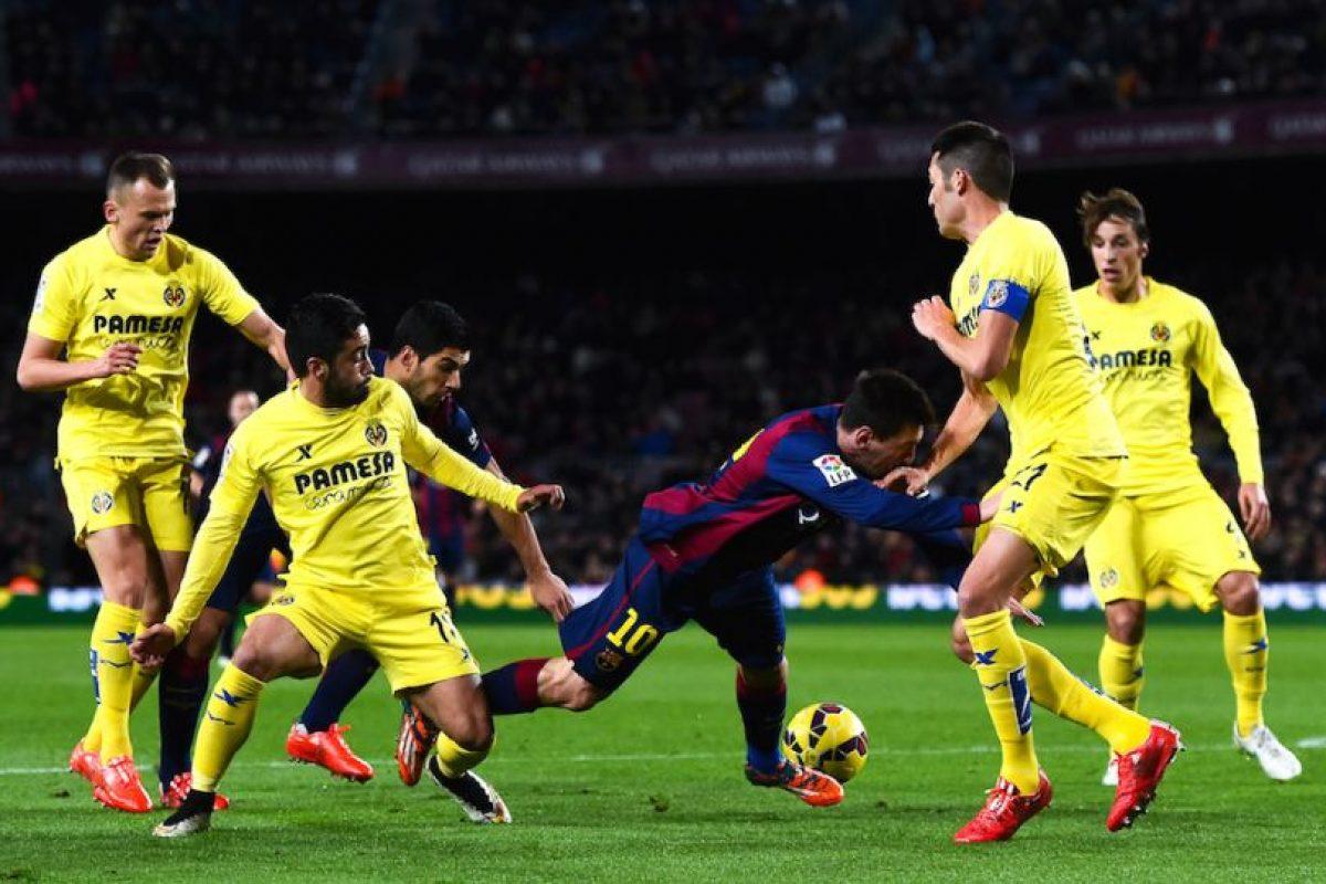 Los futbolista del Villarreal lo marcaban para que no pudiera desplegar su juego. Foto:Getty Images. Imagen Por: