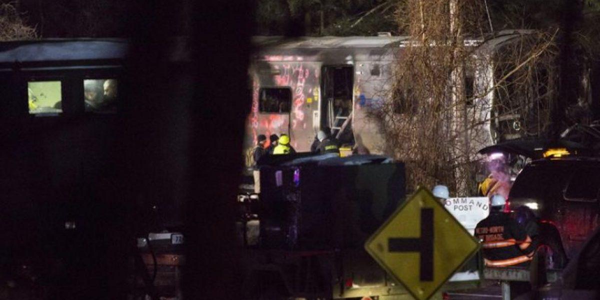 Siete muertos al chocar un tren suburbano con un vehículo en Nueva York