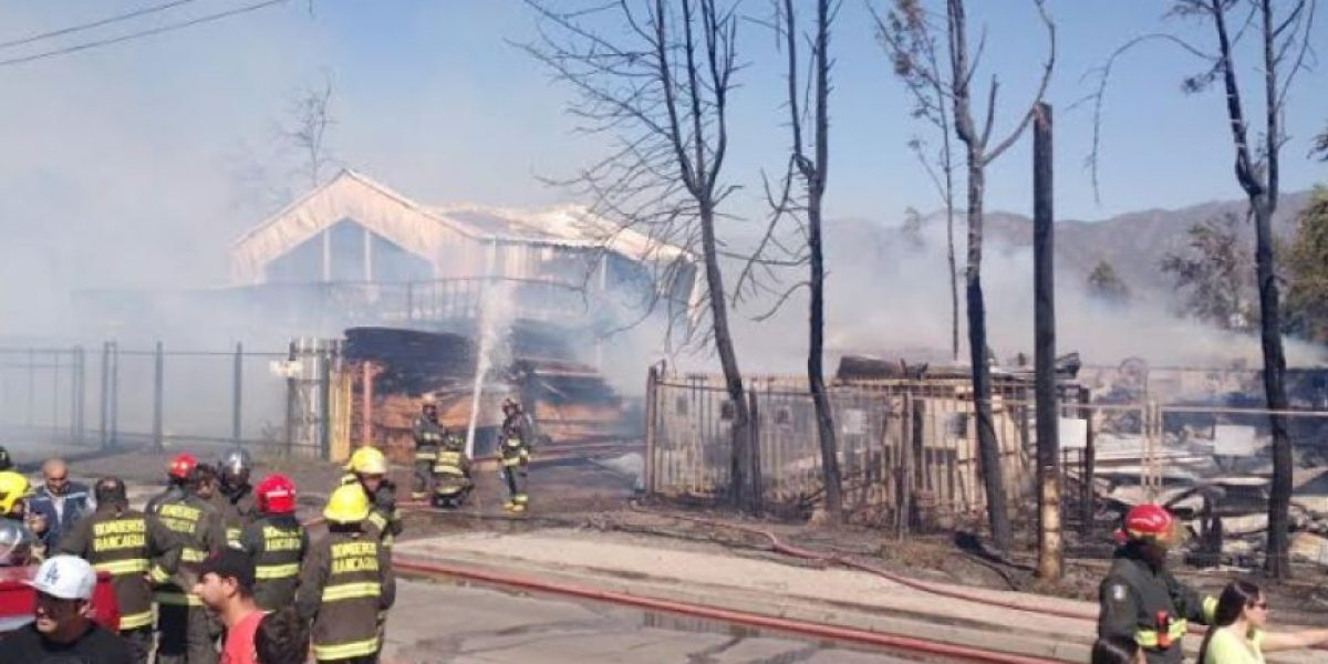 Controlado incendio en Machalí: 7 casas resultaron destruidas