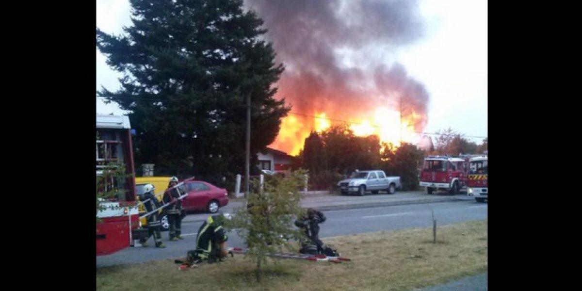 Al menos dos inmuebles fueron destruidos por incendio en la ciudad de Puerto Montt