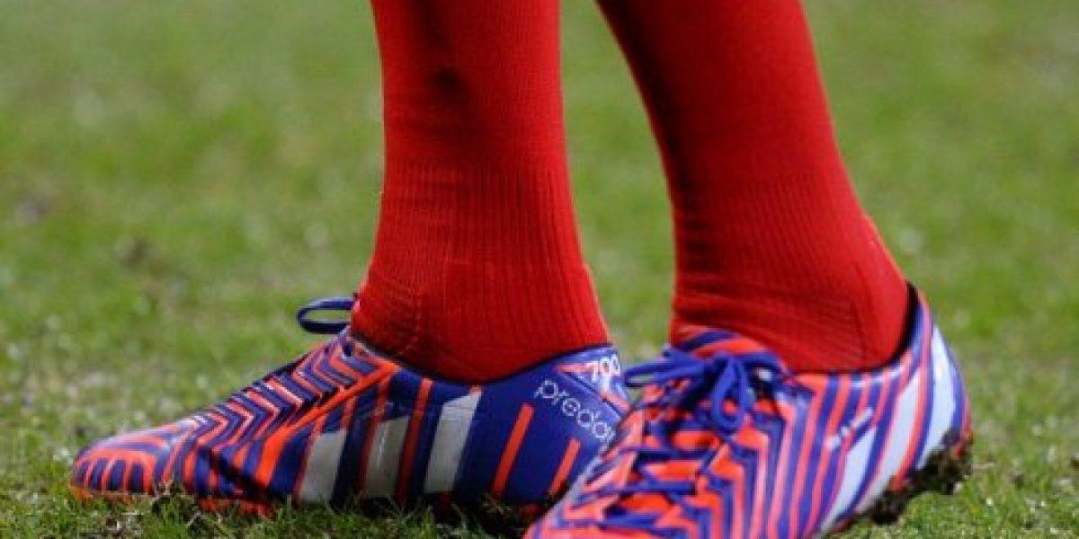 Gerrard celebró sus 700 con zapatos especiales y heroica remontada