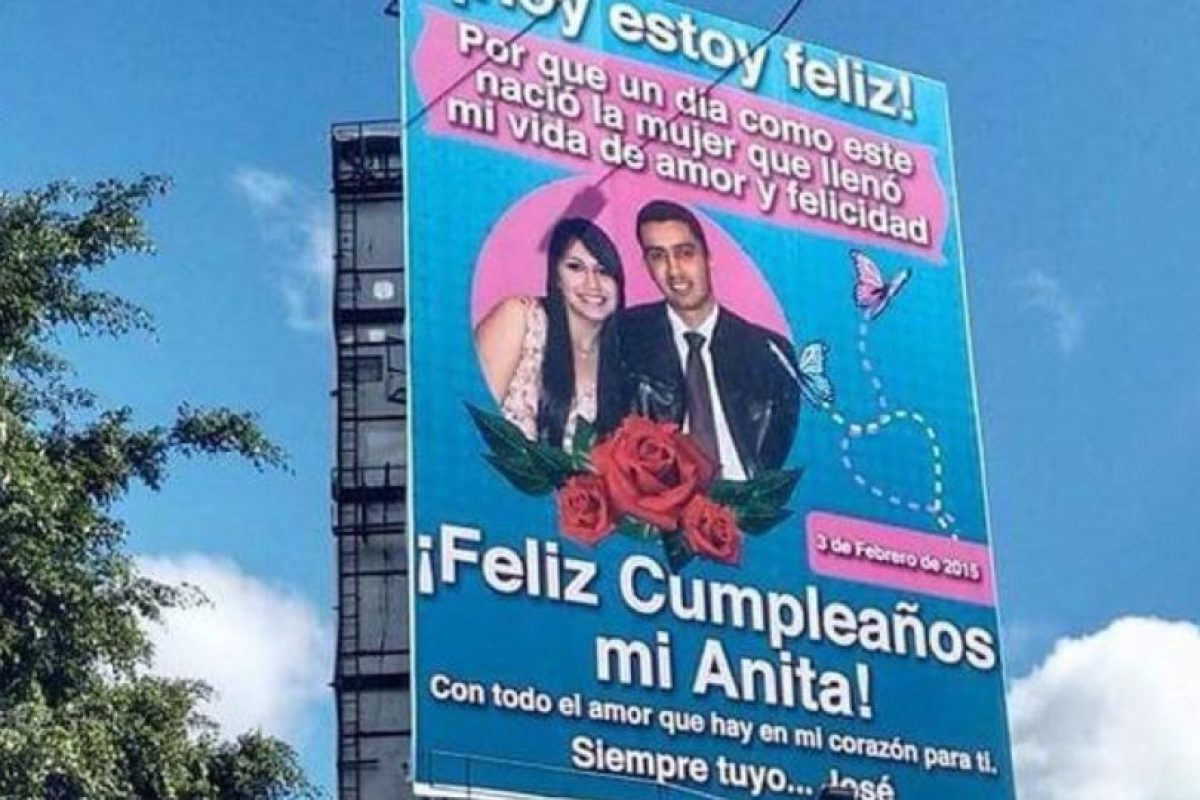 José le declaró su amor a Anita en Guatemala. En una valla que le costó 1.300 dólares y que solo durará dos días. Foto:Twitter. Imagen Por: