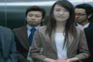 El ascensor simplemente cierra sus puertas y decapita a su desafortunada víctima. Y esto pasó en 2003, con el doctor Hitoshi Nokaido. El elevador le cortó la cabeza a la altura de su boca, dejando solo la mandíbula y la oreja izquierda unida a su cuerpo. Una enfermera atrapada con él tuvo que ver su cabeza empapada en sangre. Los ascensores matan a 30 personas al año. Foto:Wikimedia. Imagen Por: