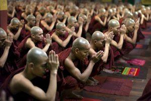 """El doctor y famoso monje budista Barry Kerzin dijo al diario que el hombre no está muerto sino en un """"profundo trance meditativo"""" llamado """"tukdam"""". Foto:Getty. Imagen Por:"""