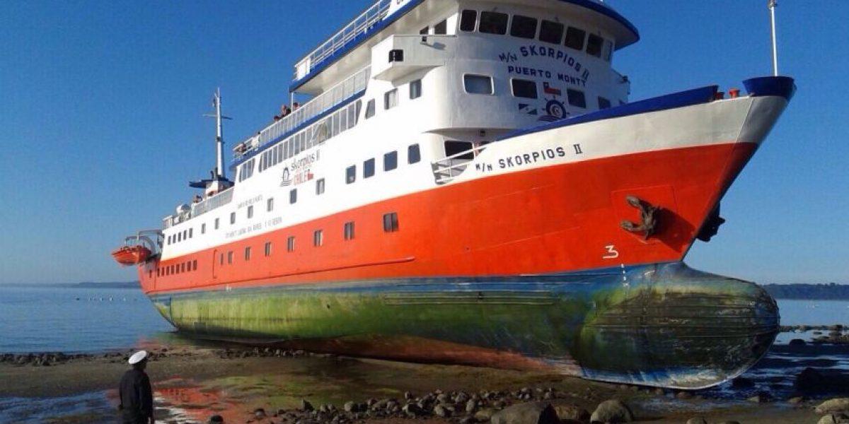 Buque Skorpios II queda varado en Puerto Montt con 89 pasajeros a bordo