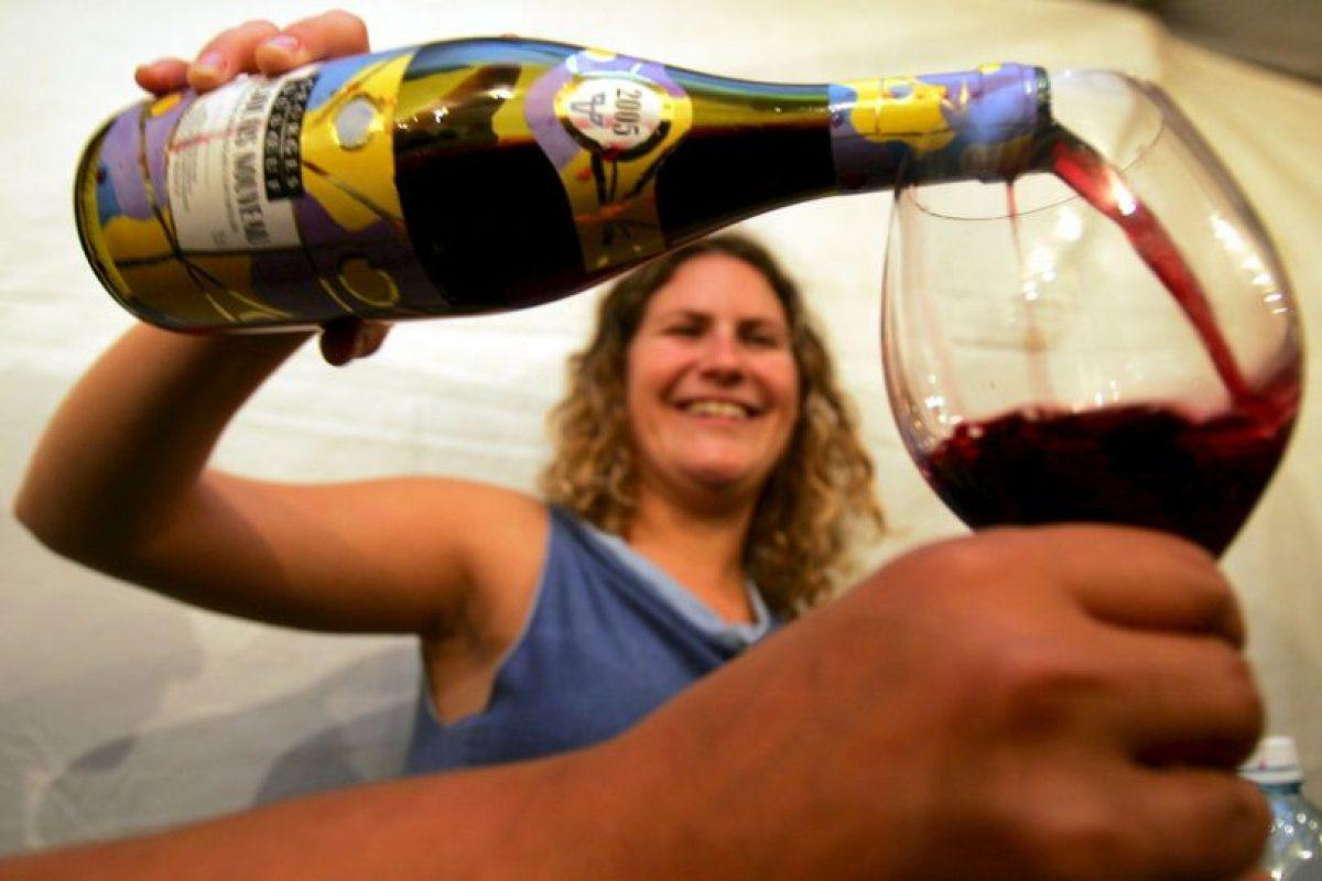 Los experimentos, publicados en la revista Journal of Sexual Medicine, revelaron que consumir una o dos copas de vino al día incrementa el deseo sexual. Foto:Getty Images. Imagen Por: