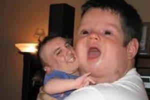 Papi e hijito. Foto:Imgur. Imagen Por: