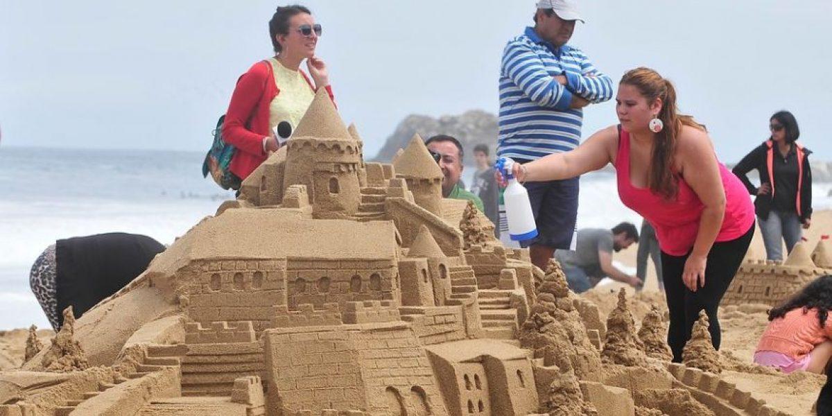 Concurso de castillos de blanca arena con vista al mar deslumbró a turistas en Reñaca