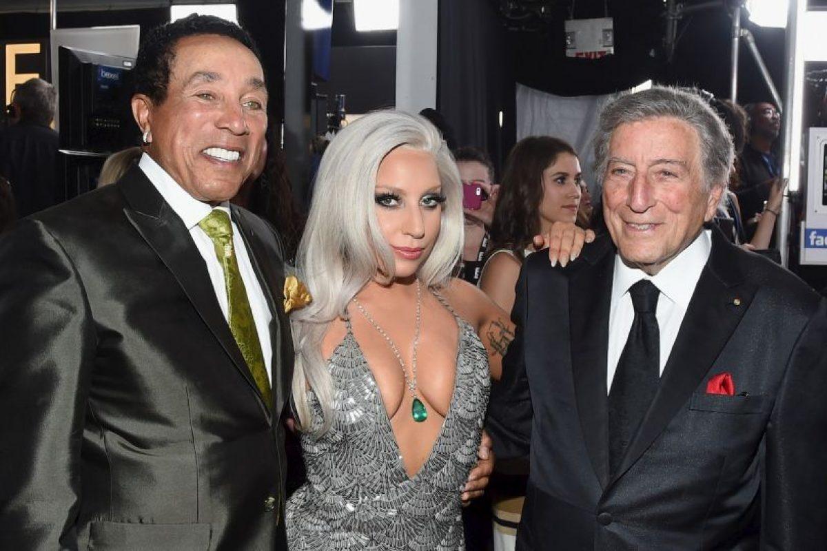 Lady Gaga también llegó con un gran escote Foto:Getty Images. Imagen Por: