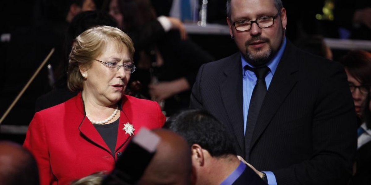Diputado exige renuncia de hijo de Bachelet: