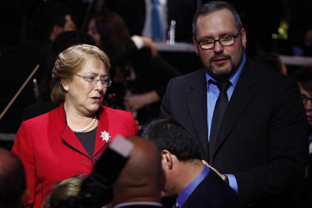 Sebastián Dávalos junto a la Presidenta Michelle Bachelet Foto:Agencia Uno. Imagen Por: