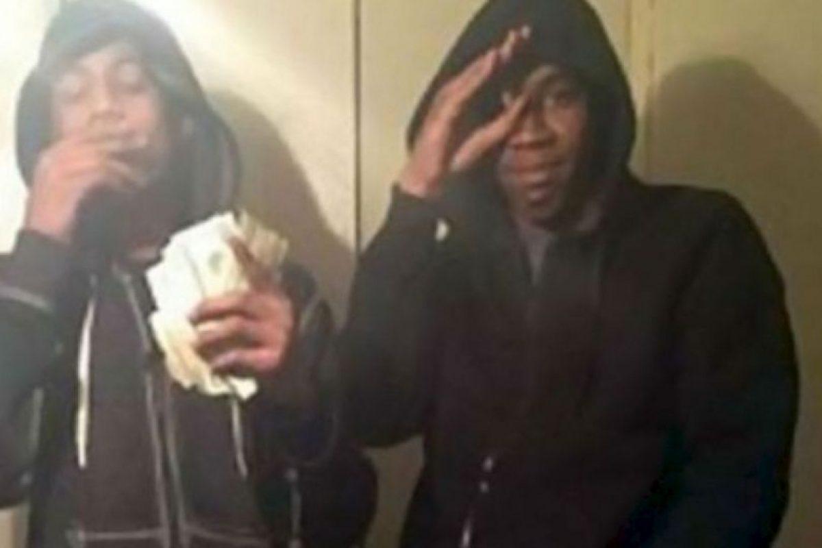 Estos adolescentes realizaron varios robos y se tomaron un selfie con un iPhone robado. Foto:Twitter. Imagen Por: