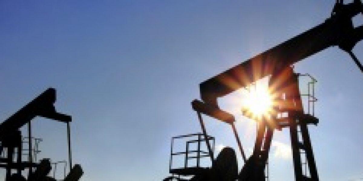 La OPEP revisa a la baja la producción que prevé de sus competidores en 2015