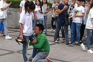 Así rogó este hombre Foto:Weibo. Imagen Por: