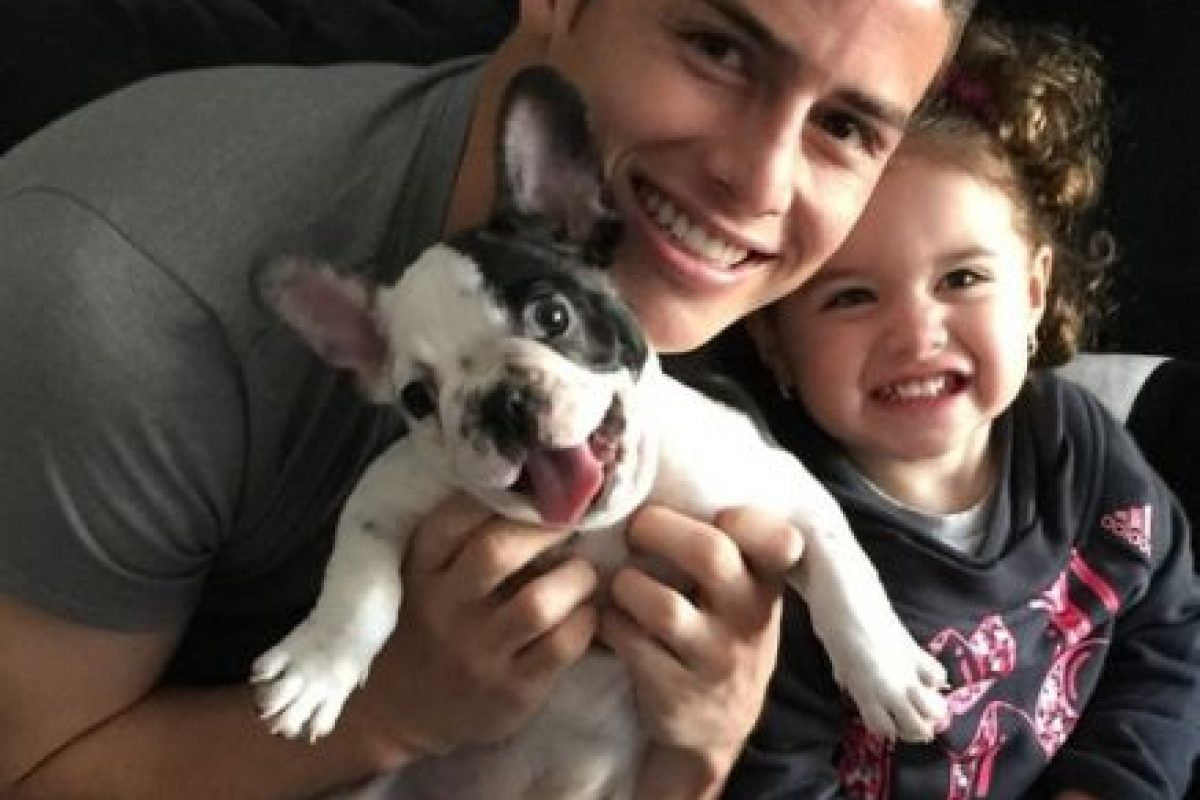 James Rodríguez disfruta tiempo con su hija Salomé y su mascota Tom. Foto:instagram.com/jamesrodriguez10. Imagen Por: