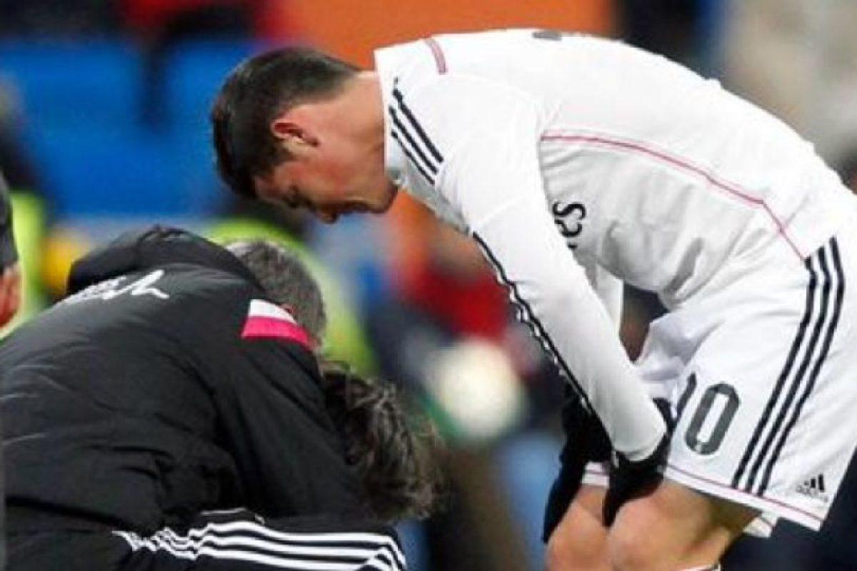 James se fracturó el quinto metatarsiano del pie derecho en el encuentro de Liga ante el Sevilla. Foto:twitter.com/realmadrid. Imagen Por:
