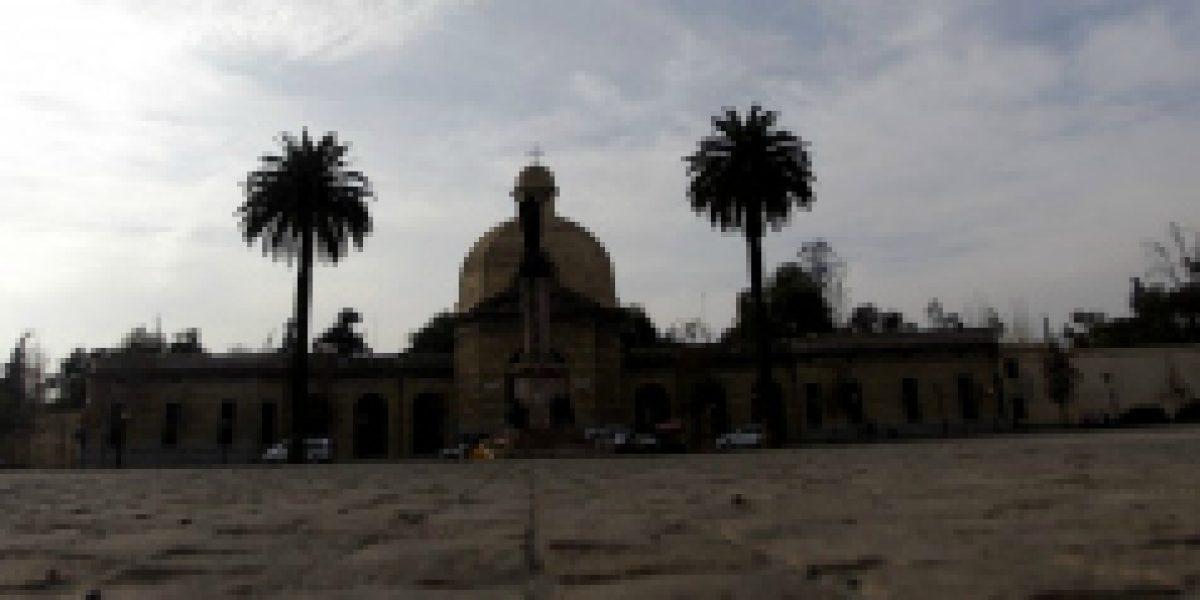 Ritos, mitos e inseguridad: Las peripecias de ser velador en el Cementerio General de Santiago
