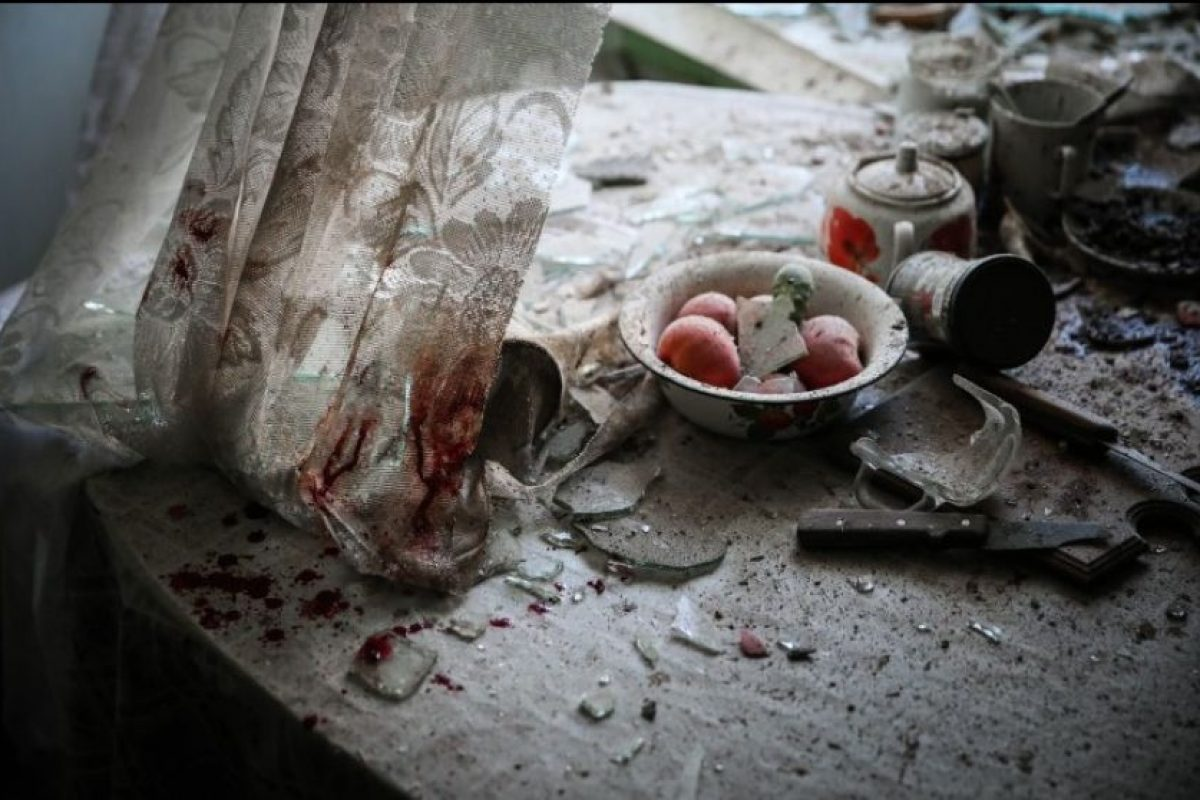 """Primer lugar, """"Noticias generales"""": En el momento captado por Sergei Ilnitsky, de Rusia, se ven los daños a una mesa de cocina en Donetsk, Ucrania. Foto:World Press Photo 2015. Imagen Por:"""
