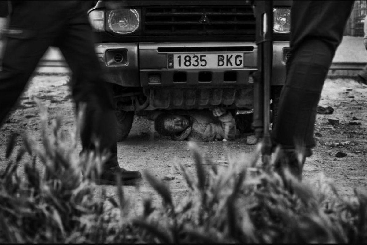 """Tercer Lugar, """"Noticias Generales"""": La fotografía de Gianfranco Tripodo, de Italia, muestra a un migrante escondiéndose para no ser deportado, en España. Foto:World Press Photo 2015. Imagen Por:"""