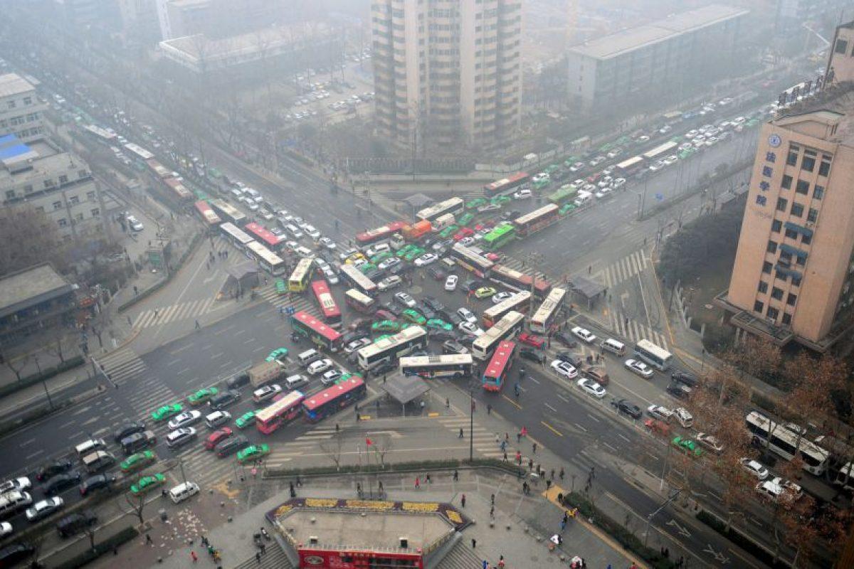 Los peatones que cruzan regularmente por estas rutas deberían considerar si hay otros caminos Foto:Getty Images. Imagen Por: