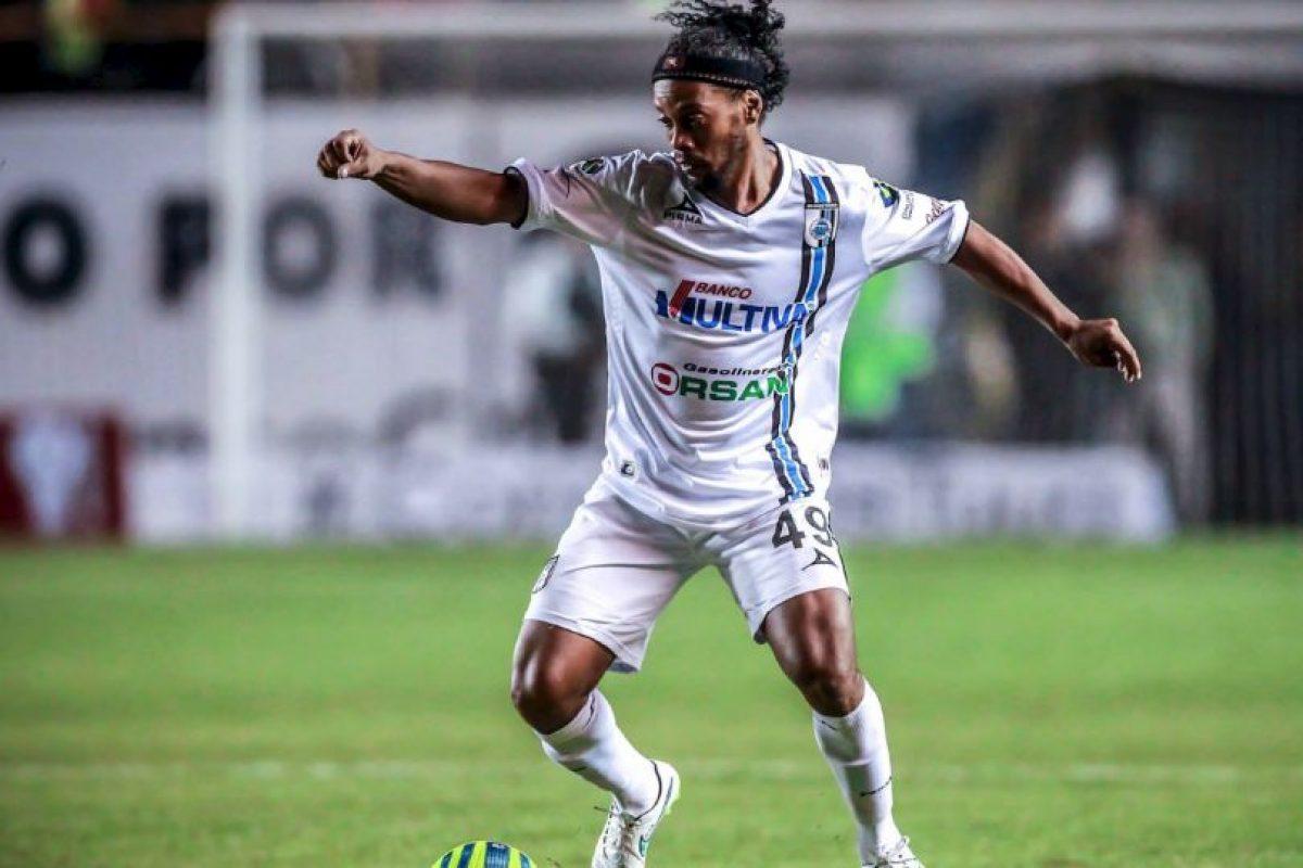 Aún así la gente lo adora y paga un boleto para verlo jugar Foto:Facebook: Ronaldinho Gaúcho. Imagen Por: