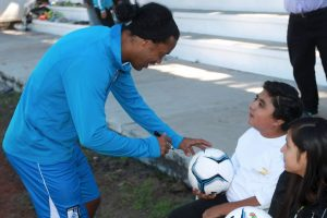 Se rumora que ya piensa su salida a Angola Foto:Facebook: Ronaldinho Gaúcho. Imagen Por: