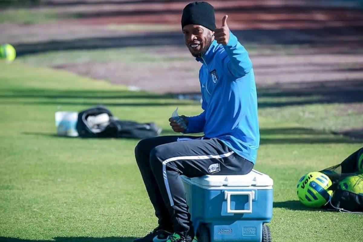 Según datos de O'Globo, Ronaldinho puede llegar a vender hasta 10,000 playeras si se queda un año en México Foto:Facebook: Ronaldinho Gaúcho. Imagen Por: