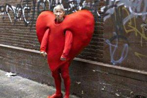 Vestirse de corazón está de moda Foto:Know Your Meme. Imagen Por: