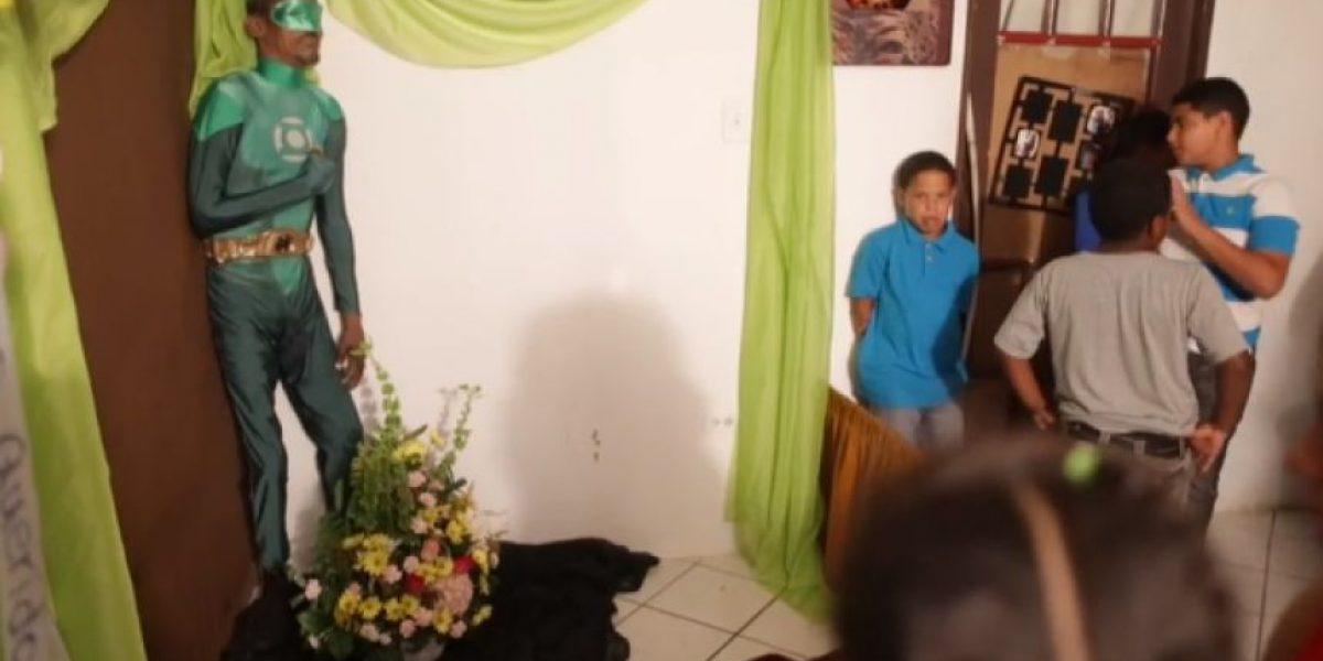 (FOTOS) Velan en Puerto Rico a un hombre vestido como Linterna Verde