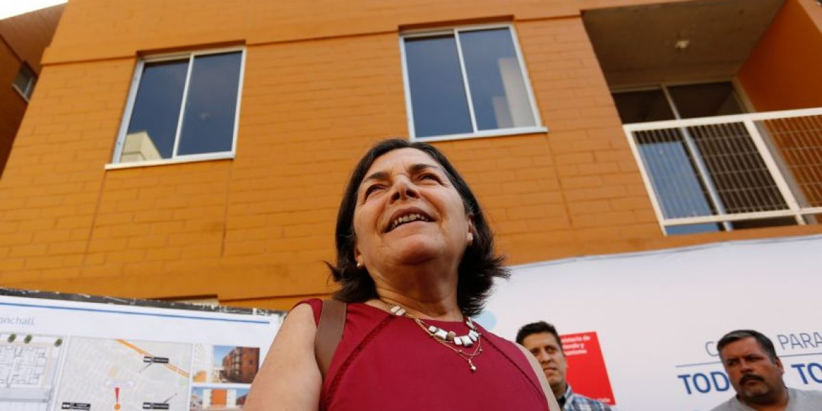 Vivienda apunta a las constructoras en retrasos de casas para damnificados por 27-F