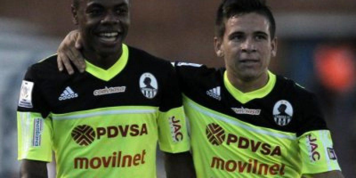 Wanderers remontó en el grupo de Palestino en un partido con cinco expulsados
