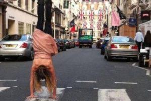 """Caminar es una tarea muy difícil de realizar. Parece fácil sólo porque nuestro cerebro es capaz de coordinar rápidamente nuestros músculos para permitirnos hacer un paso sin que se caiga"""", expuso el neurólogo Barry Seemungal del Hospital de Charing Cross en Londres. Foto:Vía Facebook/KatrinaLoveSenn. Imagen Por:"""