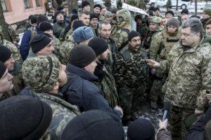 El presidente Petro Poroshenko confirmó que el ejército ucraniano se retiraba de Debáltsevo, hecho que fue considerado como una derrota Foto:AFP. Imagen Por: