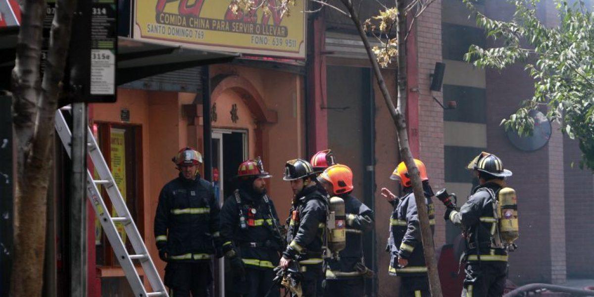 Galería: Incendio afecta a dos restaurantes en Santiago Centro
