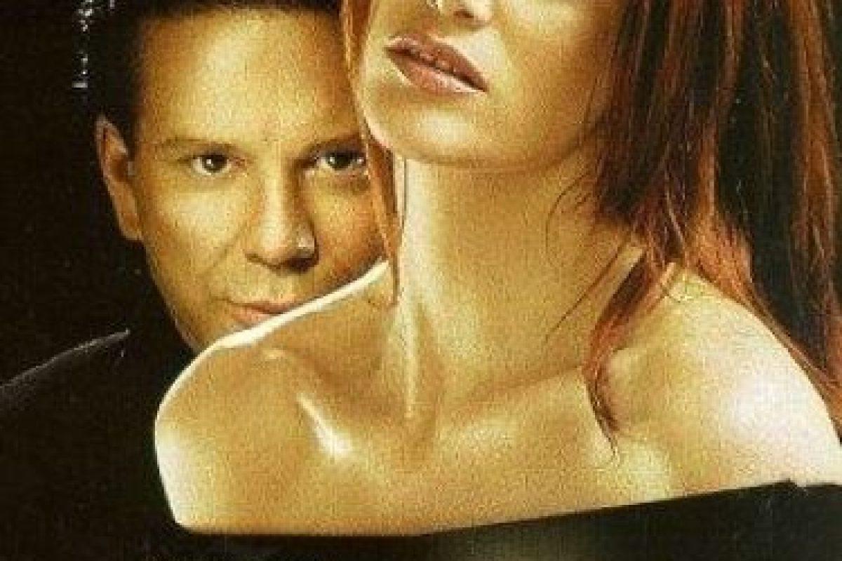 """Considerada la original """"50 Sombras de Grey"""". Elizabeth McGraw (Kim Basinger) conoce a John Grey(Mickey Rourke) y comienza una relación de sexo desenfrenado. Elizabeth presenta una serie de cambios personales y sentimientos encontrados, por culpa de su vertiginosa y hasta cierto punto """"peligrosa"""" relación. Foto:IMDB. Imagen Por:"""