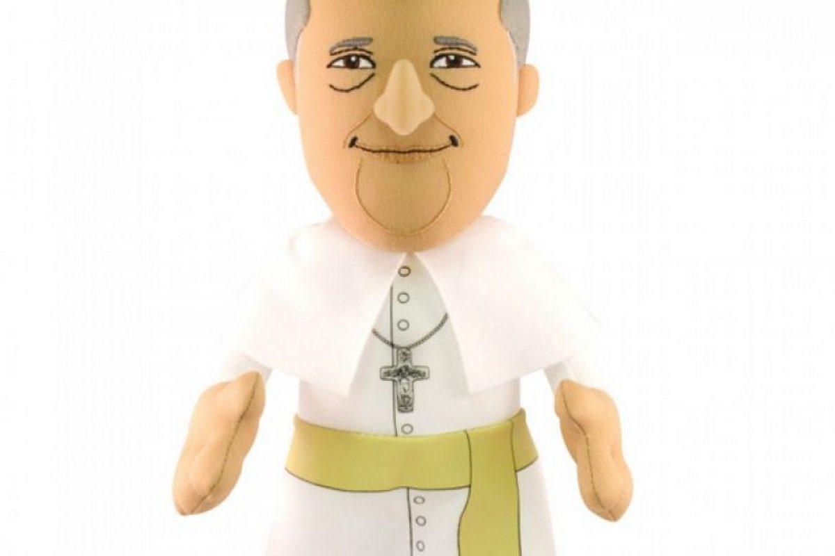 Esta es la figura de felpa del Papa. Foto:www.bleachercreatures.com. Imagen Por: