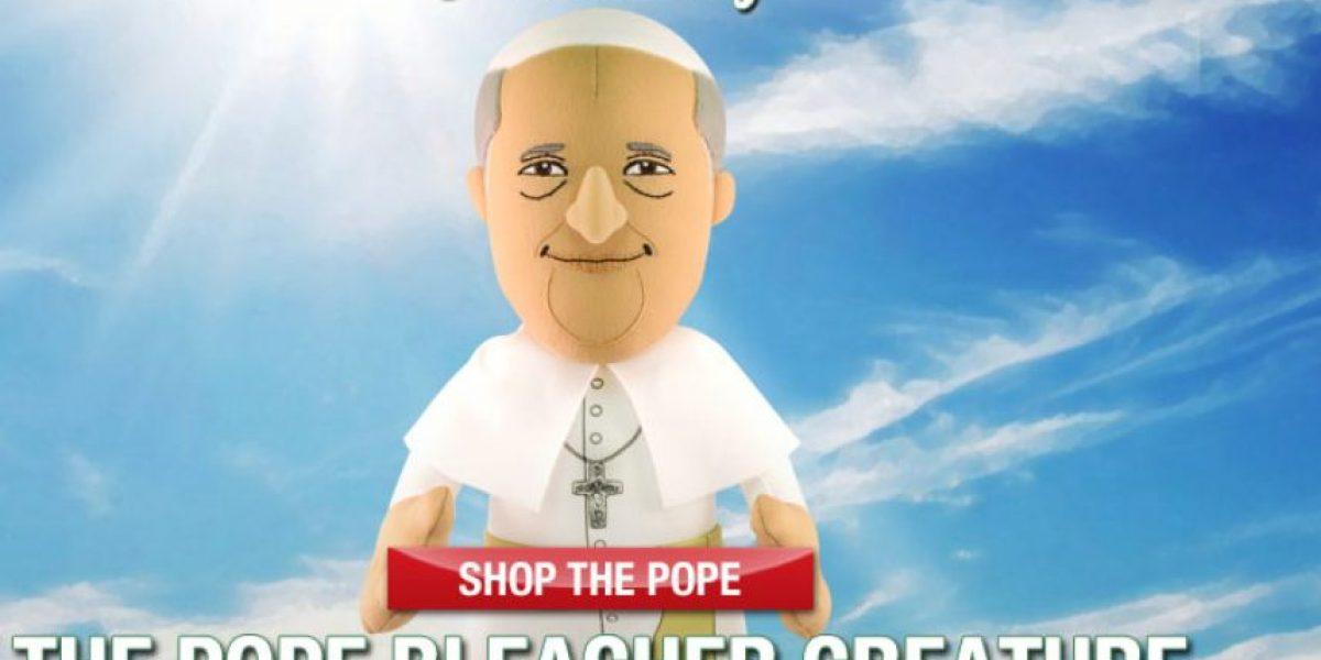 FOTOS: Venden muñeco de peluche del Papa Francisco