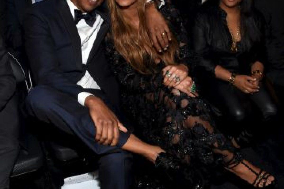 """Bey y Jay fueron grandes partidarios de Barack Obama durante su campaña presidencial y se unieron a la muchedumbre en la ceremonia inaugural de 2009. Beyoncé incluso dio una serenata para el nuevo presidente y la primera dama Michelle de su canción favorita, """"At Last"""" de Etta James, durante el baile inaugural Foto:Getty Images. Imagen Por:"""