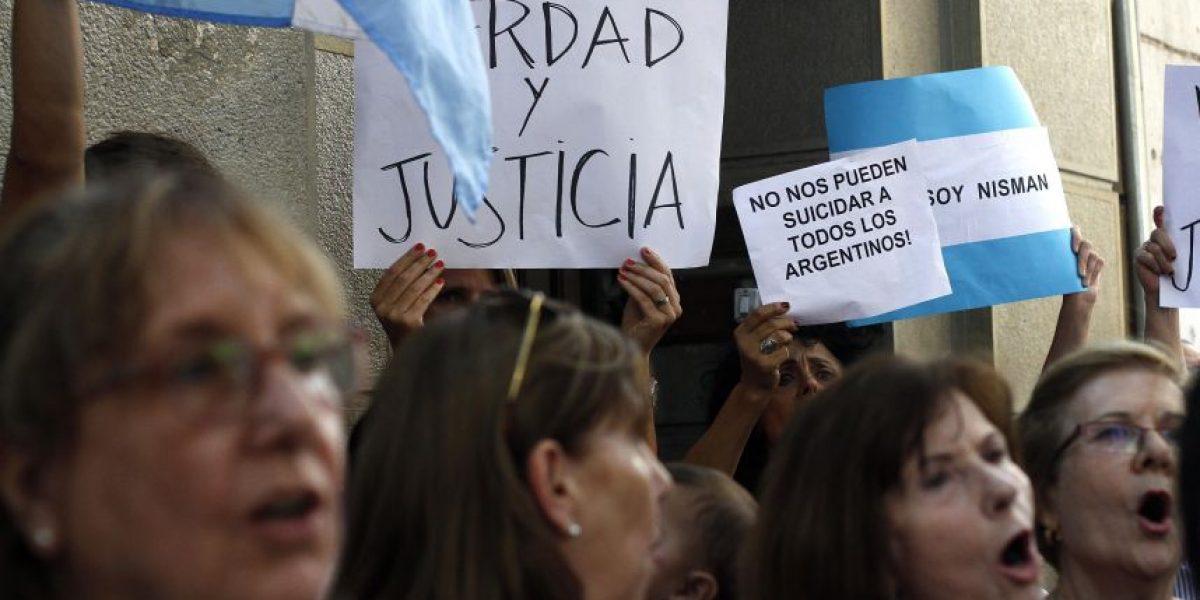 Fotos: Manifestaciones en la embajada argentina en Chile por caso Nisman