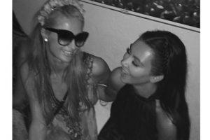 """En agosto de 2014, Hilton y Kardashian se reconciliaron, esto después de coincidir en la fiesta de Riccardo Tisci -diseñador de la firma """"Givenchy""""- en Ibiza. Foto:Instagram/Kim Kardashian. Imagen Por:"""