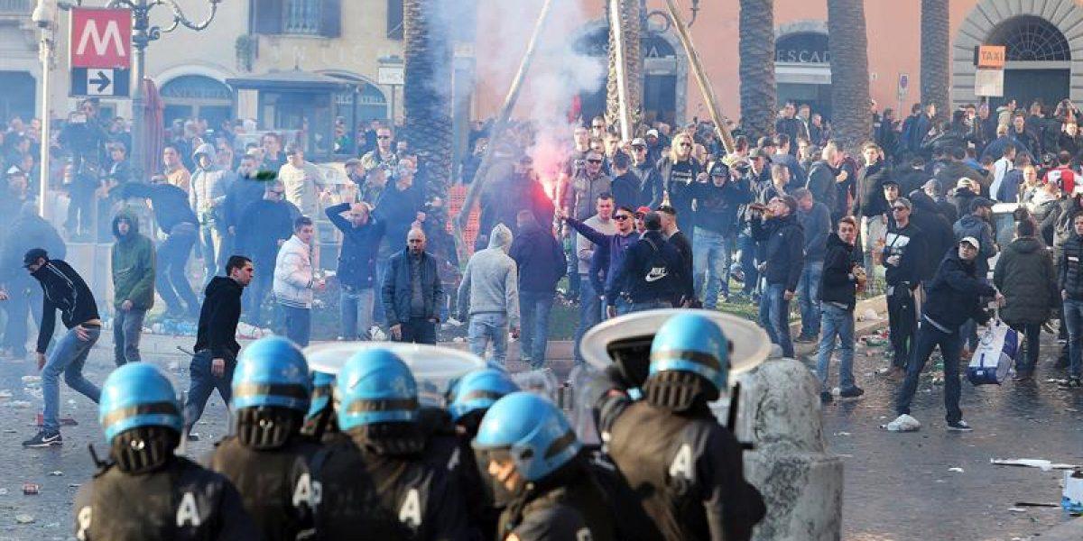 Hinchas del Feyenoord y policías italianos dieron vida a una violenta batalla