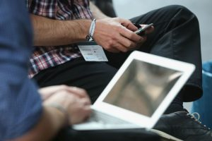 """El doctor Barberá recomienda """"una serie de medidas"""" se trabaja frente a una pantalla de ordenador, como: Foto:Getty Images. Imagen Por:"""