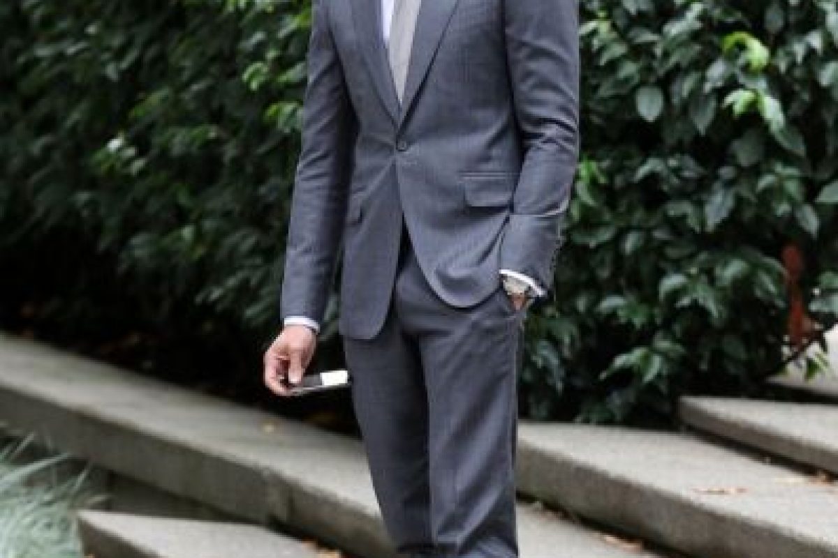 Encantador. Imponente. Sublime. Christian Grey ha enamorado a más de uno por su apariencia. Pero ¿cómo tenerla? Aquí les mostramos lo que pueden comprar para imitar su elegante sentido del estilo. Foto:Universal. Imagen Por: