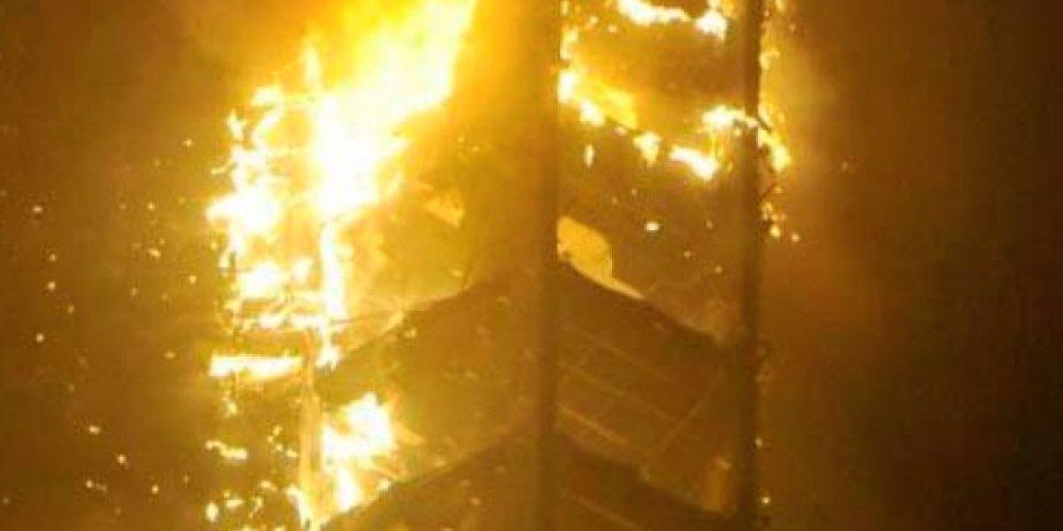 Feroz incendio en Dubai deja 7 heridos y cientos de evacuados tras arder un rascacielos