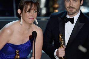 Patrick Osborne (D) y Kristina Reed aceptan el Oscar por el Mejor cortometraje animado Foto:Getty Images. Imagen Por: