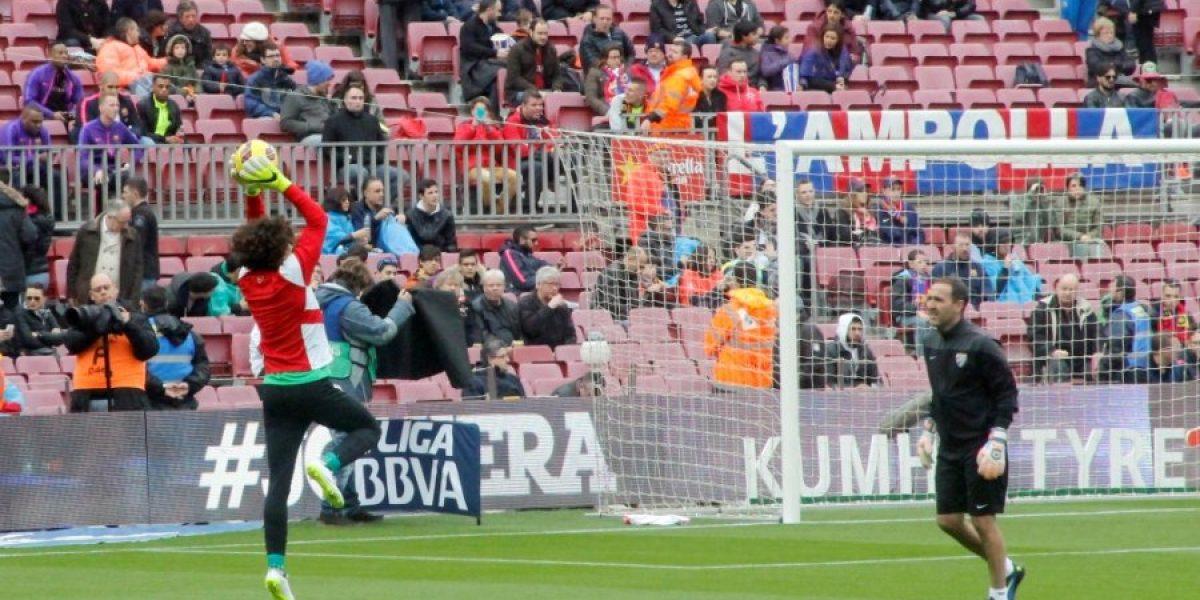 Memo Ochoa sufre en el triunfo de su equipo sobre Barcelona