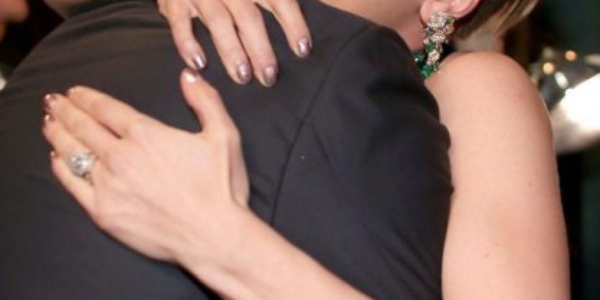 ¿Scarlett Johansson molesta por el beso de John Travolta?