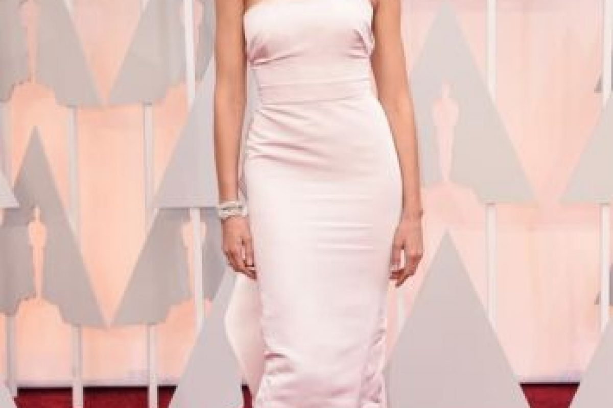 El vestido de Karolina Kurkova hubiese funcionado si no hubiese quedado extraño en el ajuste. Foto:Getty Images. Imagen Por:
